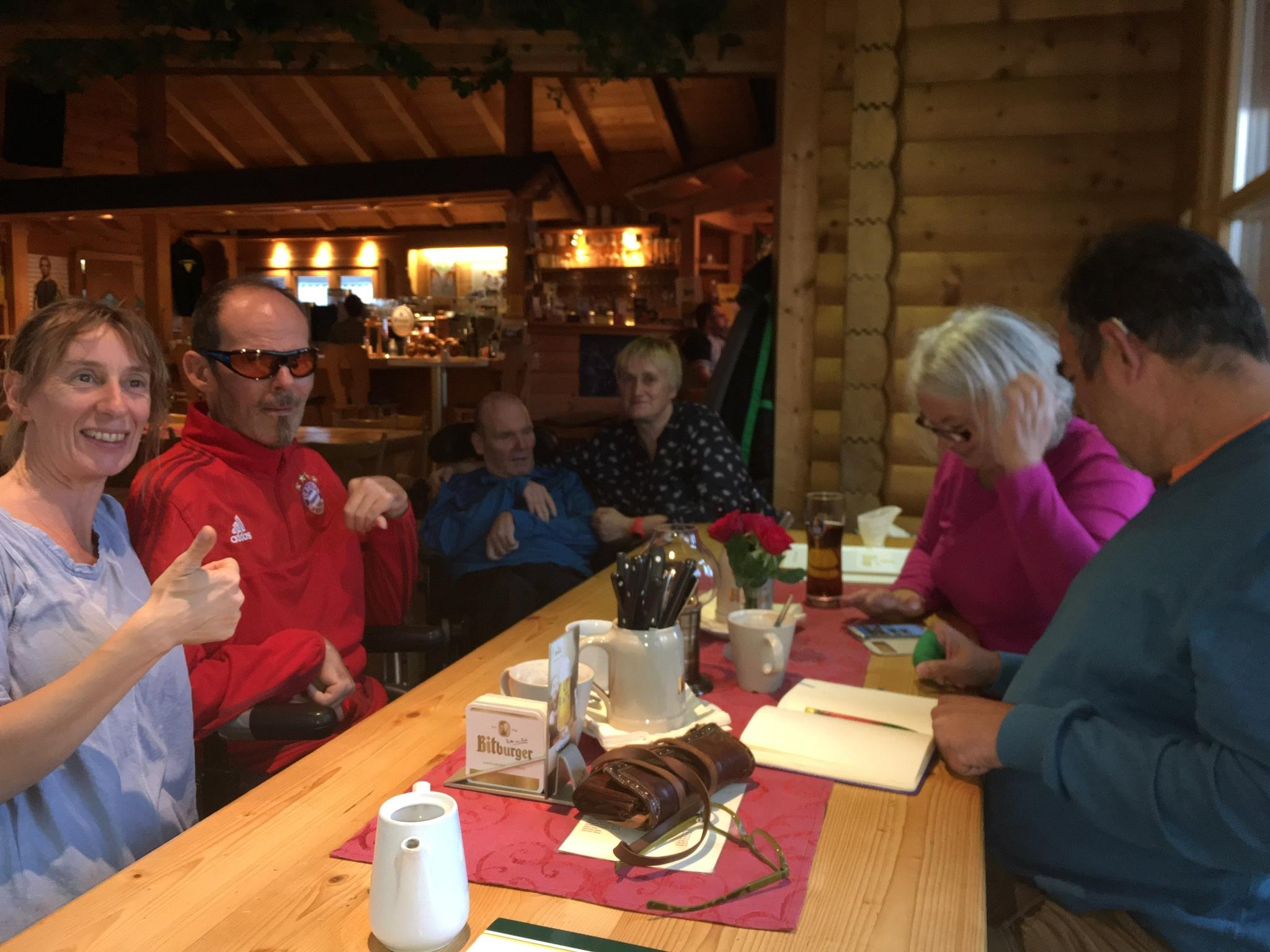 Stefan und Heike mit Freunden aus dem Süden auf Besuch in der Biker-Ranch.