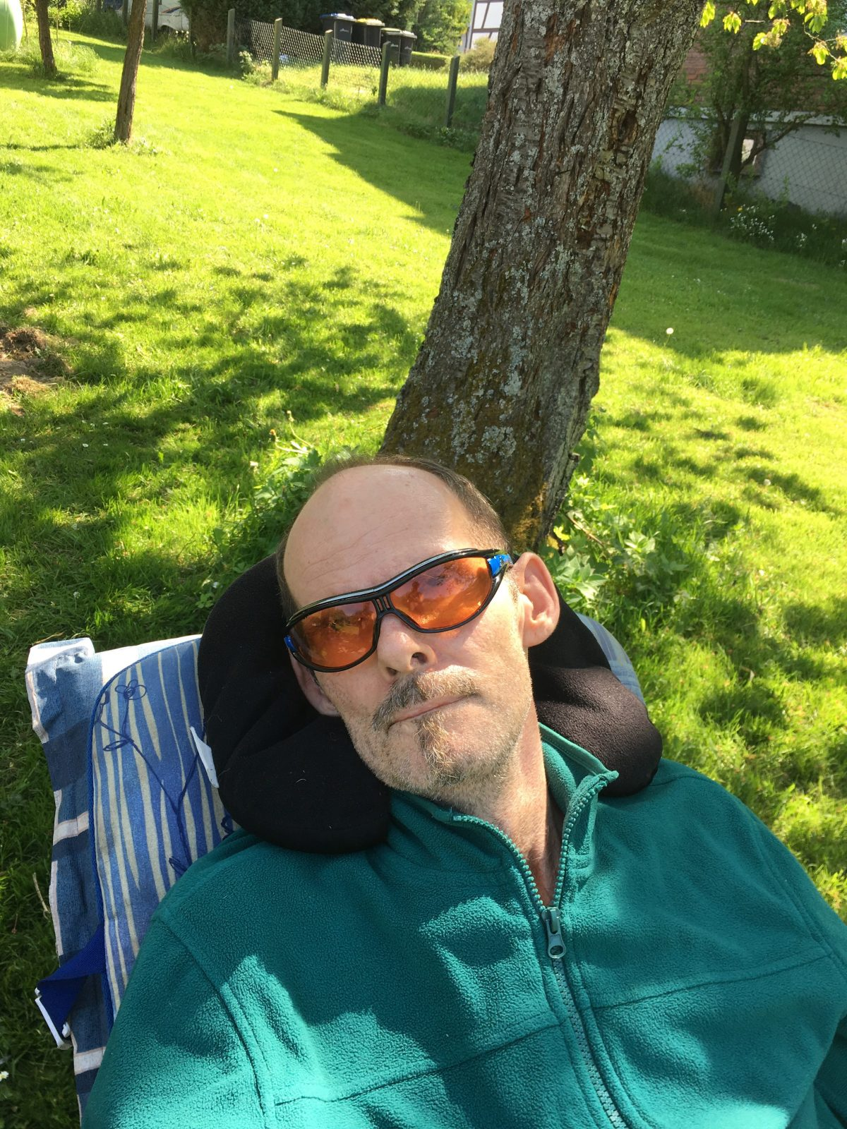 ELFS Mai 2018   Nur mit zusätzlicher Hilfe kann Stefan im Garten verweilen