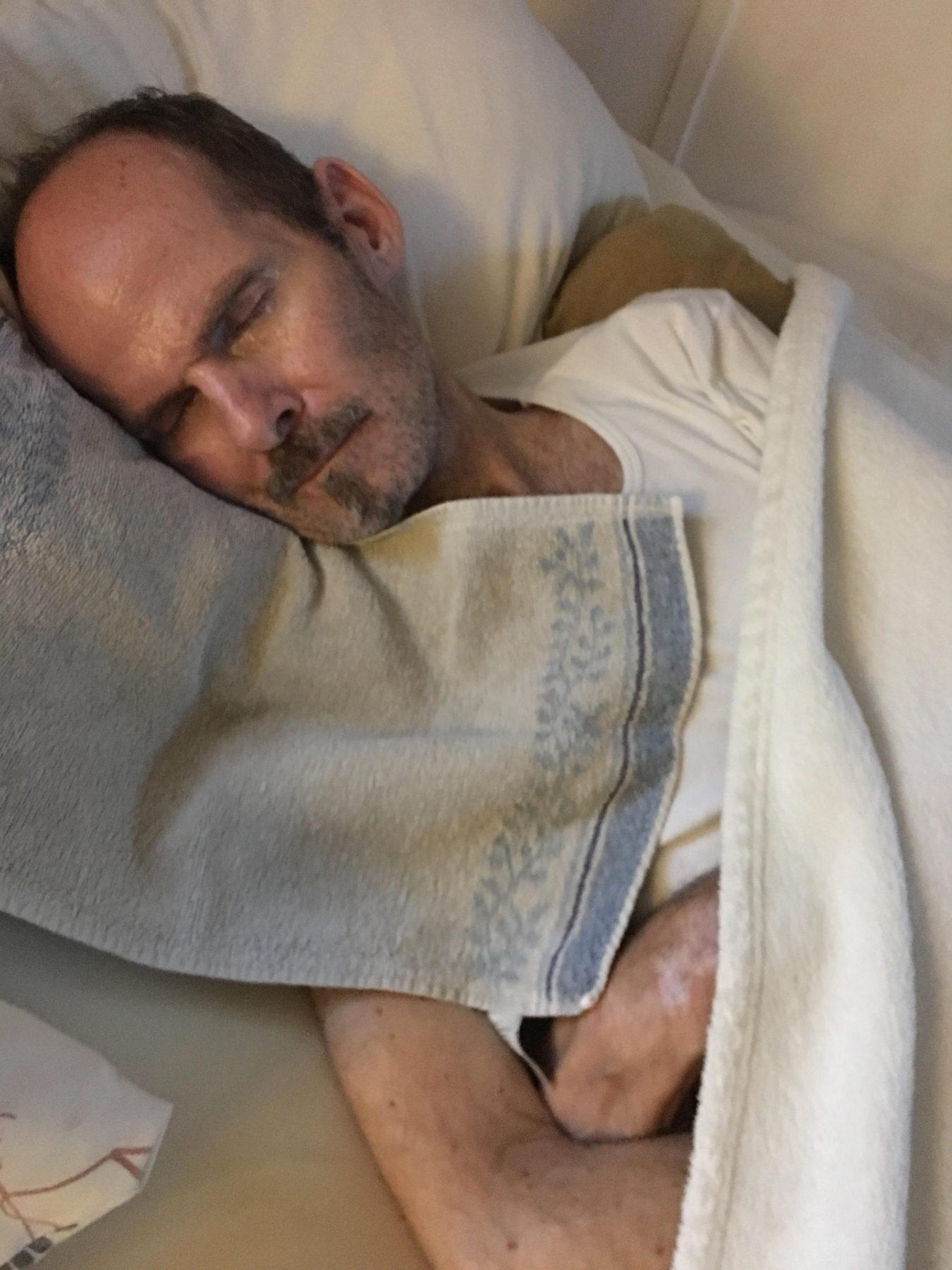 ELFS Mai 2018   Stefan erschöpft im Bett
